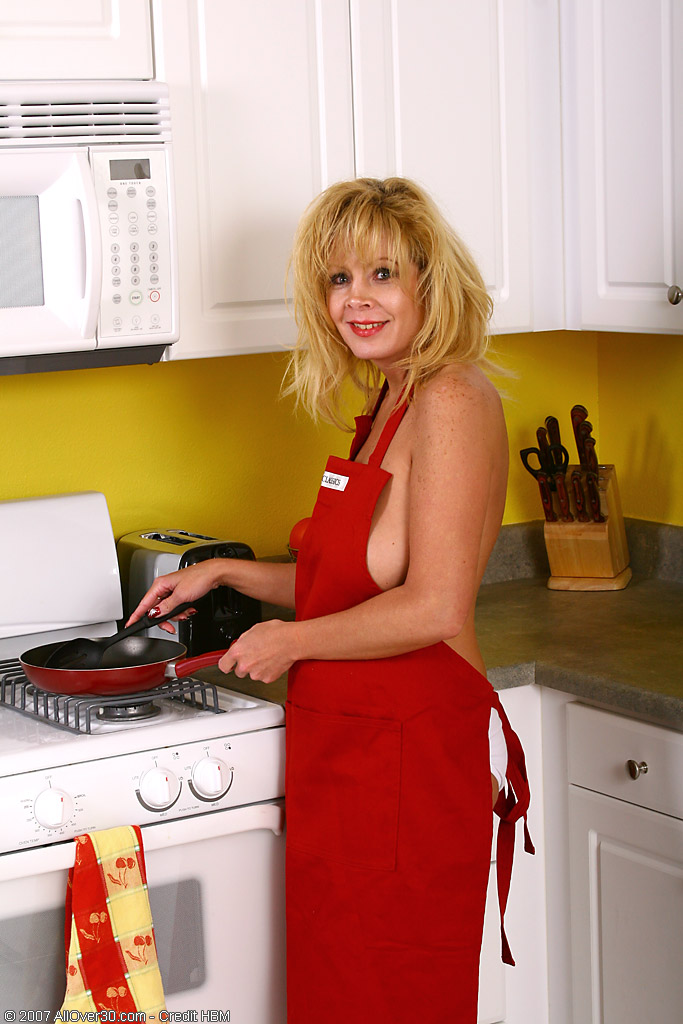 40 Year Old Arowyn  Undresses and  Opens in the Kitchen