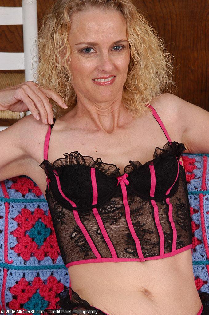 Blond  Cougar Shows Ideal  Cunt Under Her Undies