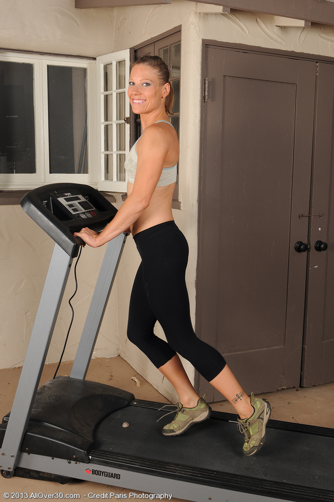 Super  Super  Super Horny  Wife Alyssa Dutch from  Milfs30 Doing a Warmed Workout