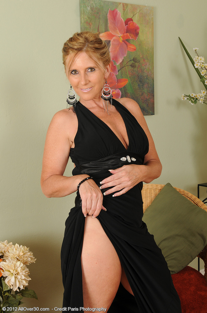 Super  Super  Super Horny and Elegant 46 Year Old Amanda Jean  Undresses for Our Mates