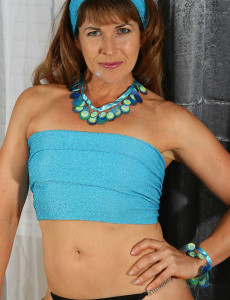Brown Haired  Mom Andie from Allover30.com Works out in the Buff