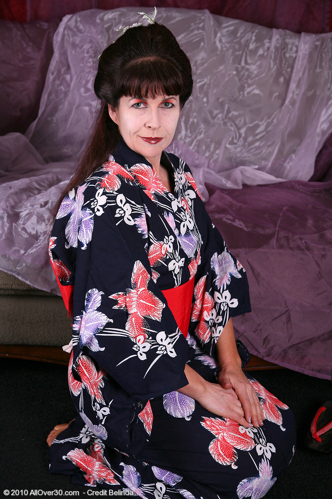 Beefy  Mom Andie from  Milfs30  Opens Her  Hoo Ha Asian Style