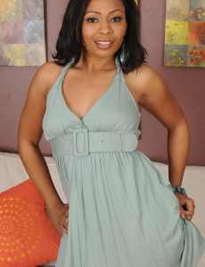 33 Year Old Black  Mom Anita Peida Glides out of Her Elegant Dress