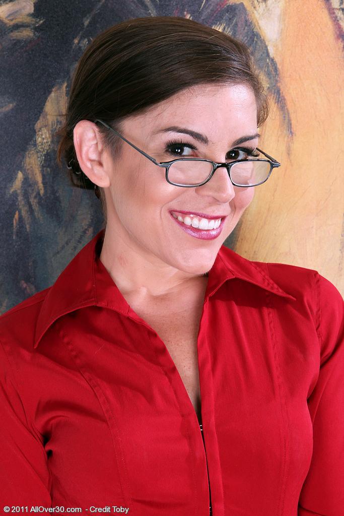 Fantastic Office  Cougar Annabelle Genovisi  Opens Broad on the Desk