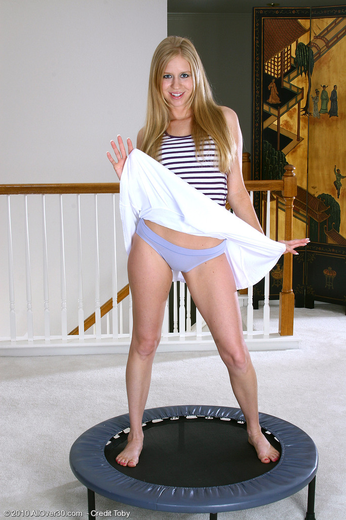 Playful Bailey from  Milfs30 Has Joy Before  Opening Up Her  Cunt