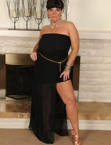 Elegant 30 Year Old Salinas Glides off Her Dress and Shows