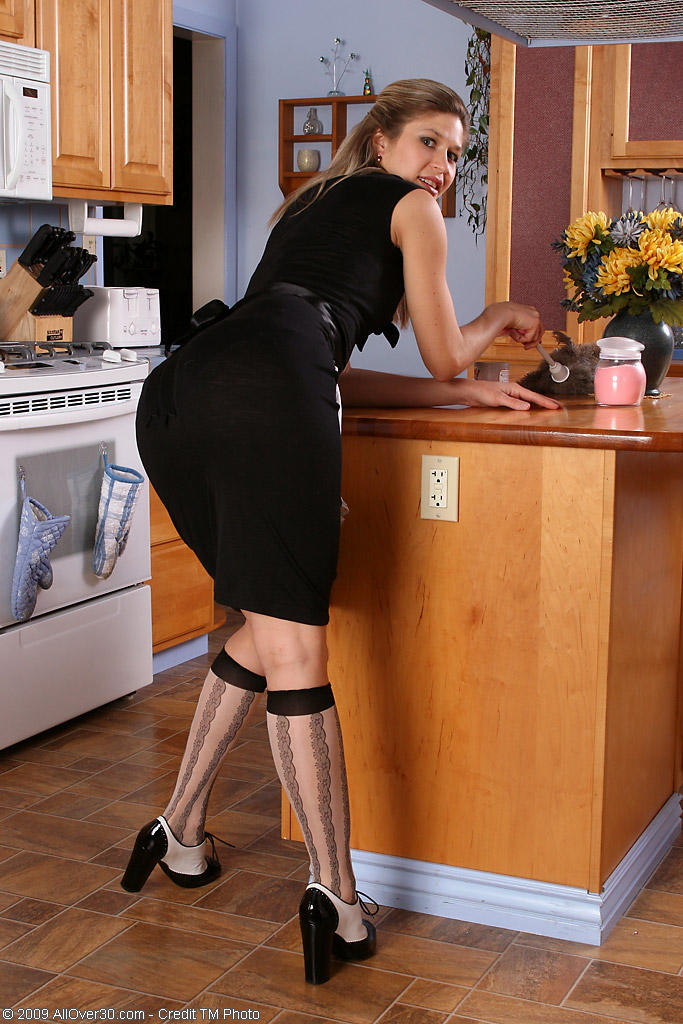 Delilah from  Milfs30 Shows off Her  Older  Snatch in the Kitchen