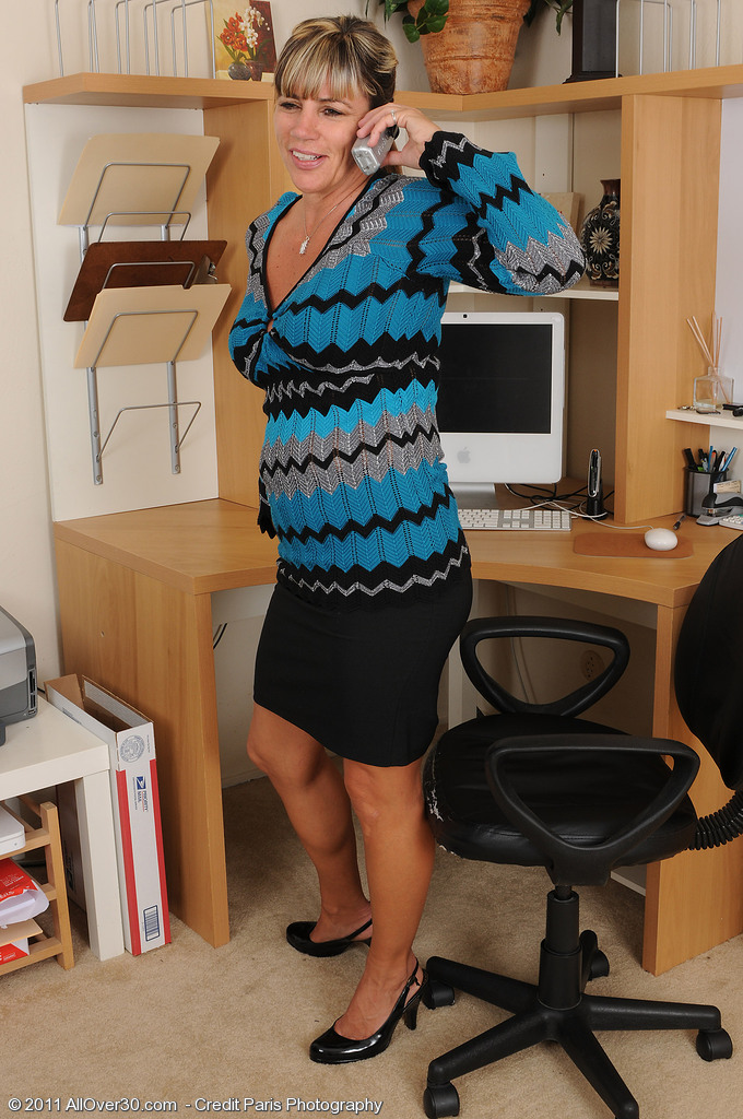 Office  Cougar Fire Fly from  Milfs30 Investigates at Her  Older  Hoo Ha