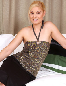 Elegant  Mom Ionella  Opens Her 30 Year Old and Ideally Shaven Cunny