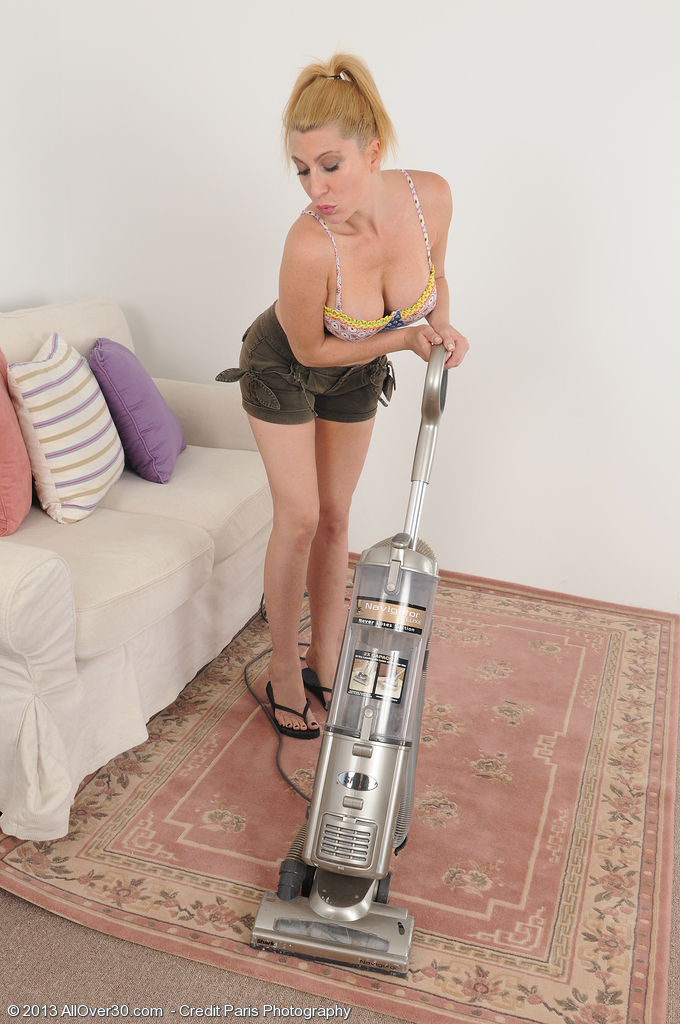 40 Year Old Jennifer Hottest Pauses Her Chores to Spread Her Tiny  Pussy