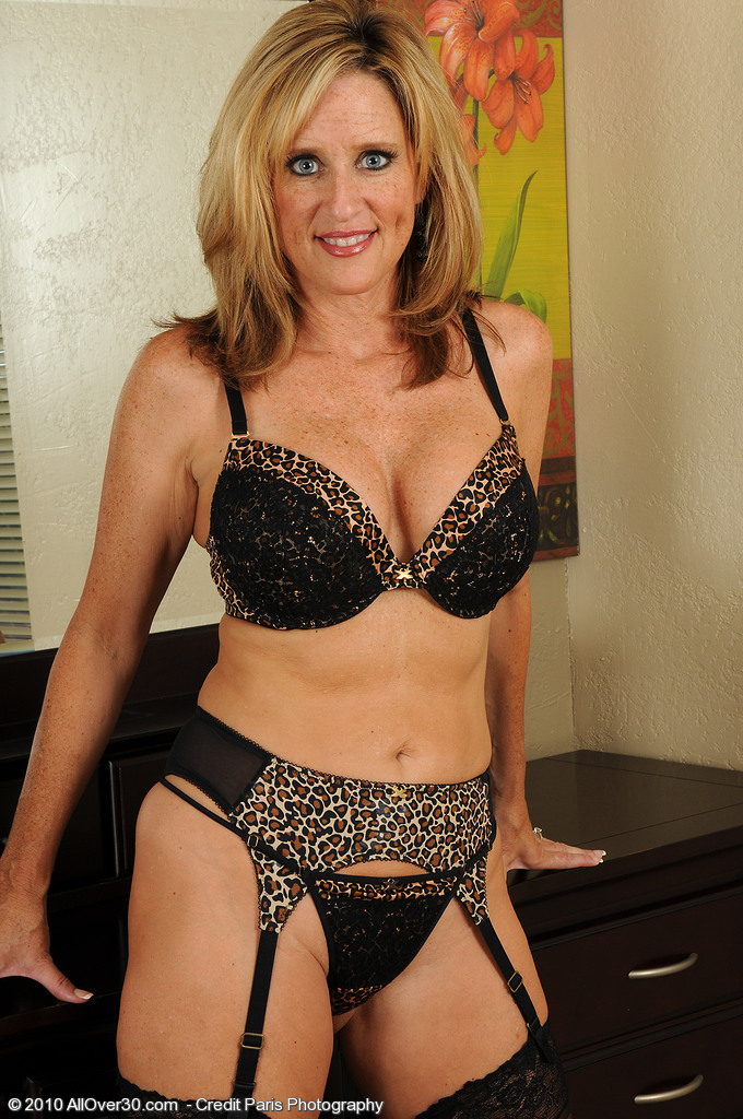 Gorgeous 46 Year Old Jodi Shows off Her How  Older Bod in Here