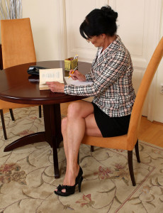 Popular Office  Mom Kitty S Shows off Her 52 Year Old Beaver at Work