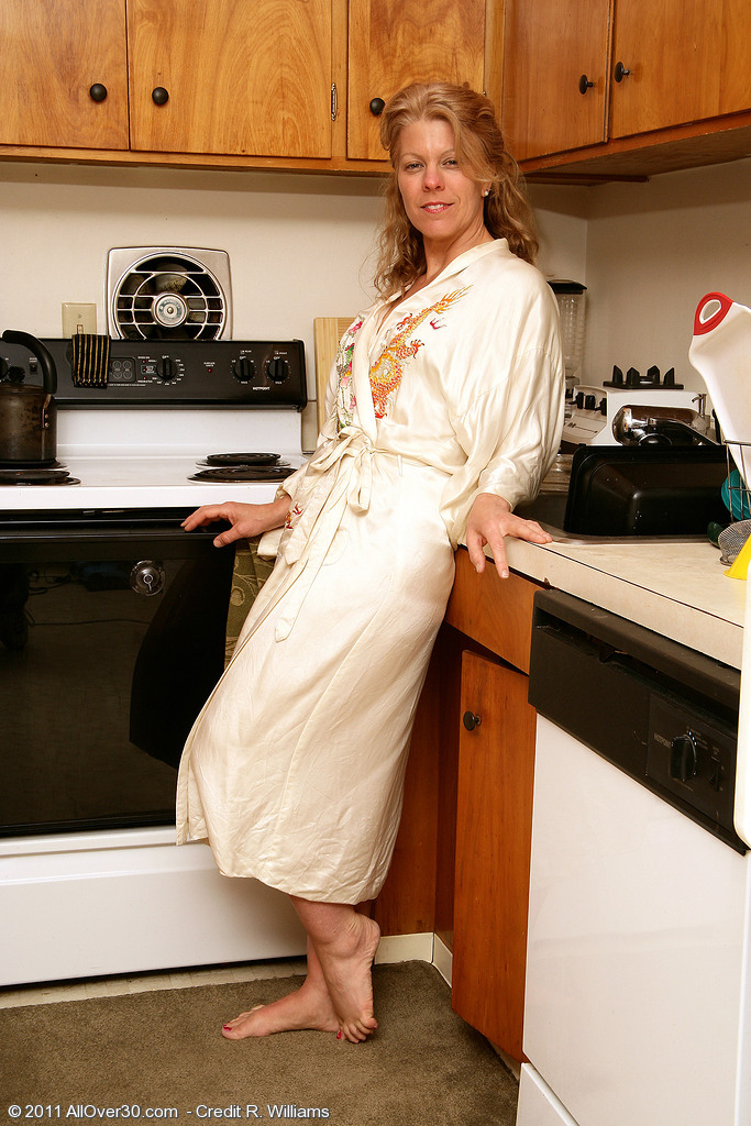 Blond Haired  Older Stunner  Wife Lauren E Gets Down and Dirty in the Kitchen