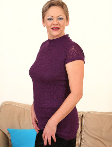 At 52 Years Old Spectacular Linda Baby from  Milfs30 Looking