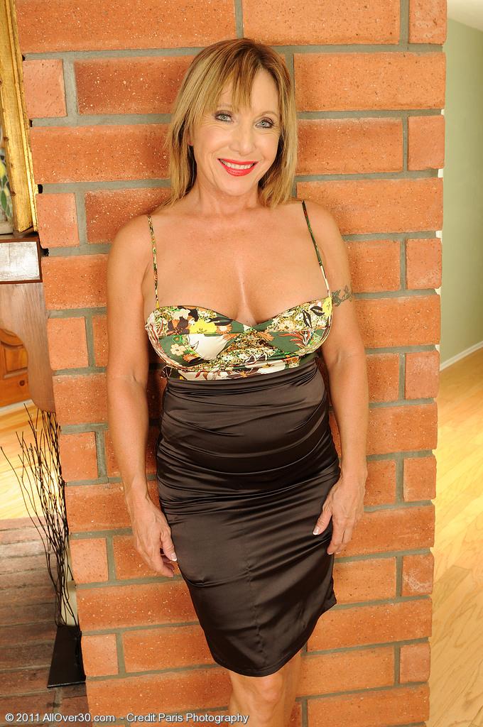 Hot Granny Luna Slips off Her Elegant Dress and  Opens Her  Hoo Ha Wide