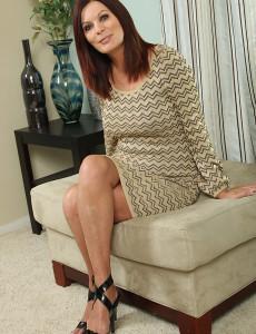 Elegant  Mom Magdalene from  Milfs30 Doing Some Hot Posing