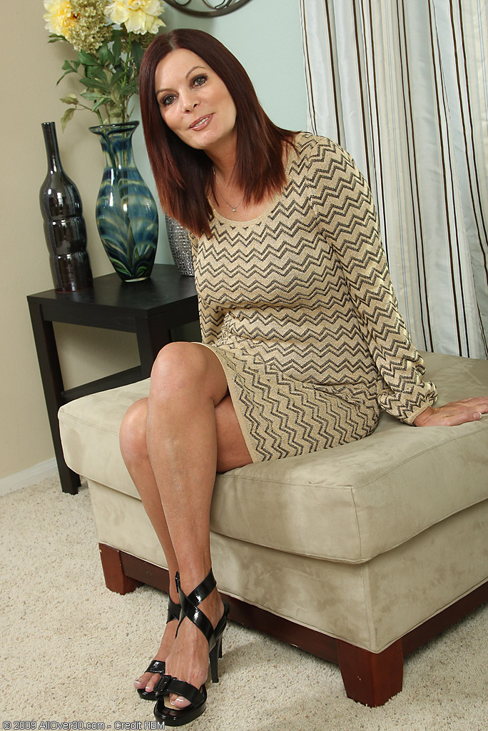 Elegant  Mom Magdalene from  Milfs30 Doing Some Hot Posing