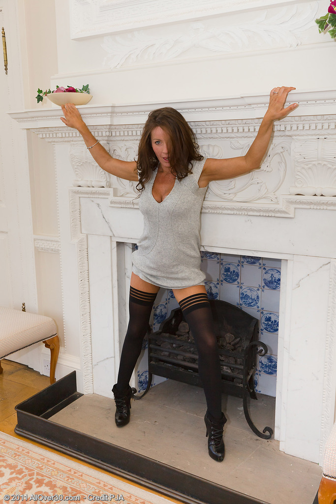 Smoking Hot Marlyn  Opening Up Her 41 Year Old Gams Inwards and Outdoors