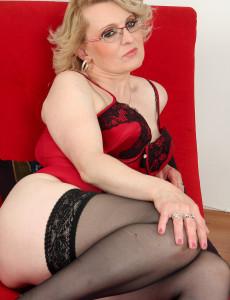 43 Year Old Mareaux from  Milfs30 Looks Spicy Hot in Red Underwear