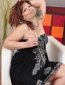 Elegant Looking Marie Jeanne from  Milfs30 Treats Her Nice Tits