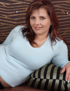 Redheaded  Mom Marie Jeanne from  Milfs30 Wiggling Her Round  Rump