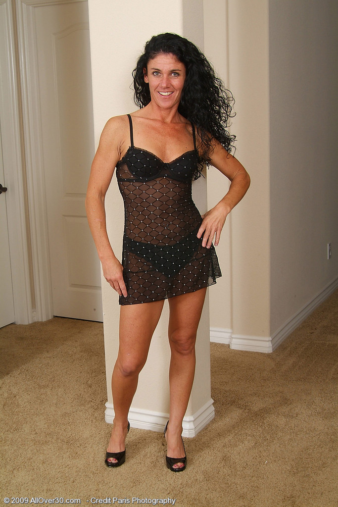Super  Super  Super  Super Naughty  Brown Haired  Mom Nia Shows off How Pliable Her Body Still is