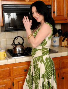 Hot  Brown Haired Rayveness Glides Her Finger into Her  Vagina on the Counter