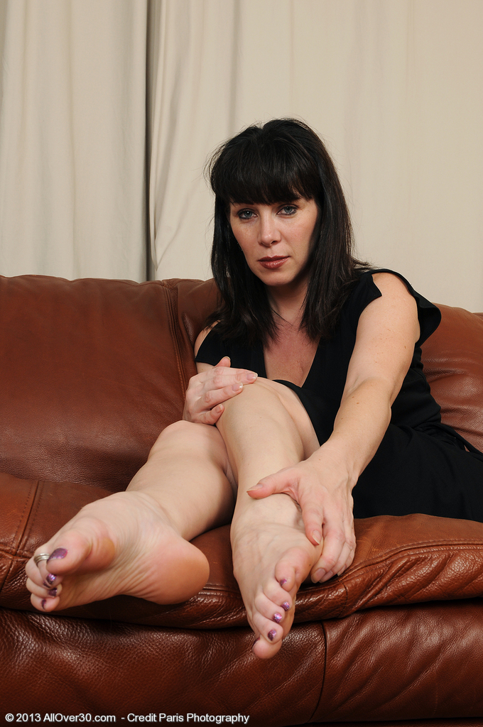 Super  Super  Super Horny 40 Year Old Rayveness Displaying off Her Deliciously Clean Soles