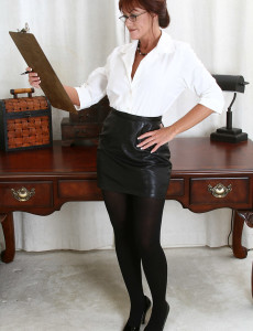 Office  Mom Shauna from  Milfs30 Shows off Her Ideal Body