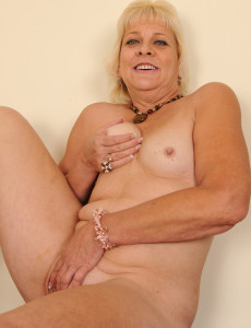 Excellent Milfs in the buff