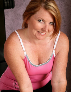 42 Year Old Mummy Kelly from  Milfs30 Works on Her  Older Body