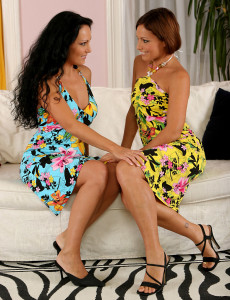 At 42 Years Old Playful  Mom Ariel from  Milfs30 Exposes All
