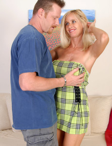 Spectacular  Mom Tabitha Takes His Pulsing Cock All the Way