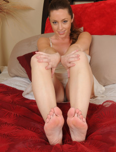 Tamara Fox from  Milfs30 Shows off Her  Cootchie and Remarkable Soles and Toes