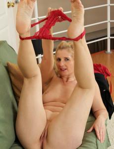 naked tranny huge cock