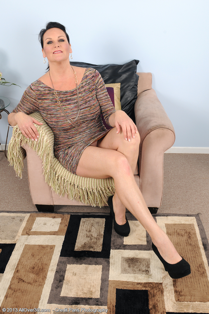 46 Year Old Stering from  Milfs30 Puts on a Superb and  Nude Show