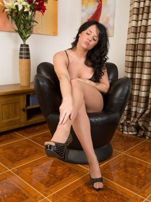 Hot 31 Year Old Leah H Rips off Her Nylons While Fondling Her Soles