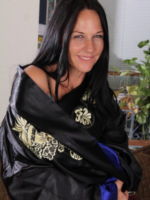 43 Year Old  Brown Haired Milf Kiera Blu  Opening Up Wide Open on the Sofa