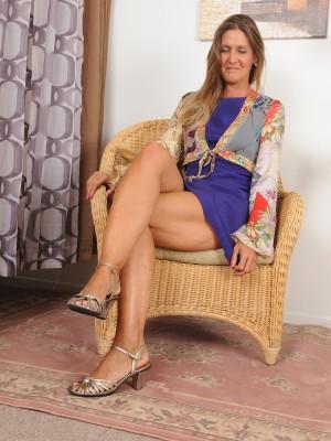 Fantastic 50 Year Old Elegant La Valkenberg Glides out of Her Dress