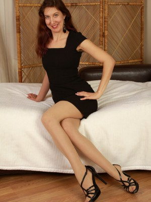 Long Haired 32 Year Old Valentine  Takes off off Her Nylons to Expose Pinkish