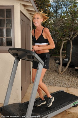 Skinny 36 Year Old Stacey Y Takes a Break from Her Workout and Peels off