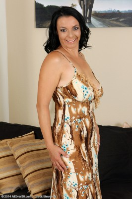 Brown Haired 35 Year Old Leona Tasty from  Milfs30 Opens Her Gams Broad