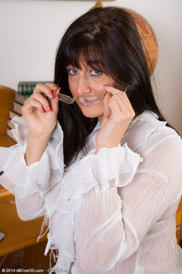 Fantastic  Brown Haired Lelani Tizzie from  Milfs30  Takes off Down After Work