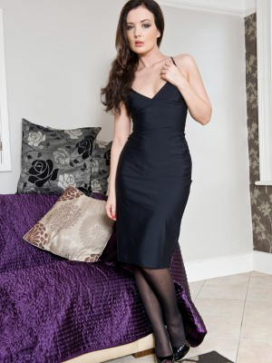 Puny 25 Year Old  Brown Haired Faye X  Opens Her  Older Babe Clean-shaved Beaver