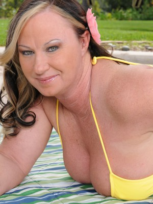 Huge-chested 42 Year Old Mary Jane Gets Fully Bare out Inwards the Backyard