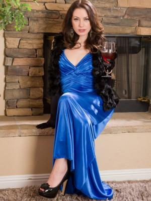Elegant Plus  Super Horny 20 Year Old Sarah Shevon  Takes off off Her Blue Dress
