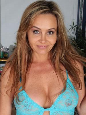 Amateur wife gf tits boobs flash