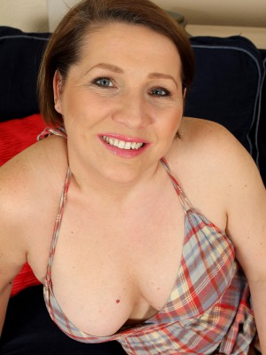 Super Horny 35 Year Old Netti from  Milfs30  Undresses Plus  Opens Her Gams