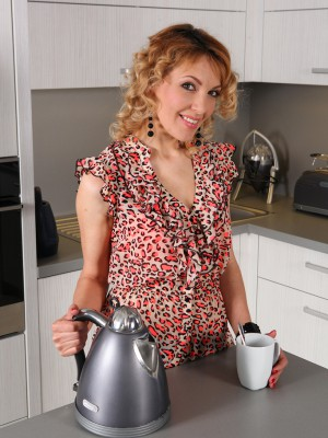 34 Yr Old Gina Monelli Showcases the Woman Cookie Whilst Having a Coffee