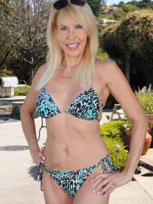 60 Year Old Erica Lauren  Opens Her  Old Firm Ass In The Backyard